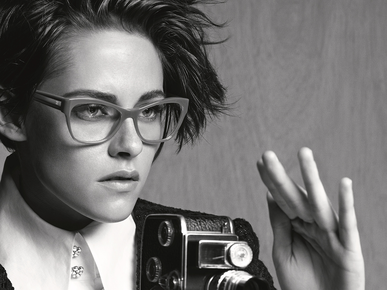 kristen stewart para chanel eyewear lima social diary. Black Bedroom Furniture Sets. Home Design Ideas